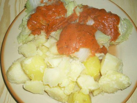Przepis: Gołąbki z kaszy gryczanej w sosie pomidorowym