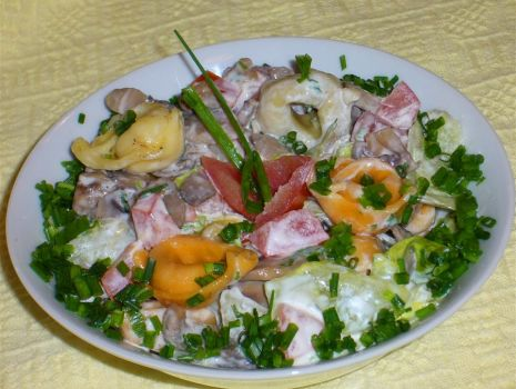 Przepis: Sałatka pieczarkowa z kolorowym tortellini
