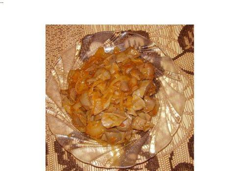Przepis: Żołądki drobiowe w paprykowej cebulce