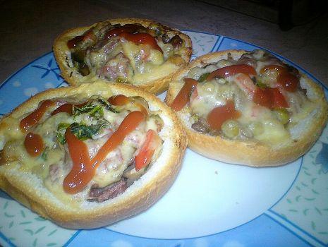 Przepis: Kajzerkowe mini pizze