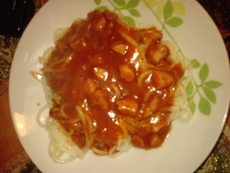 Przepis: spagetti z sosem (chili, czosnek).