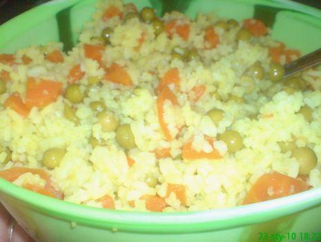 Przepis: Ryż z curry, marchewką i groszkiem