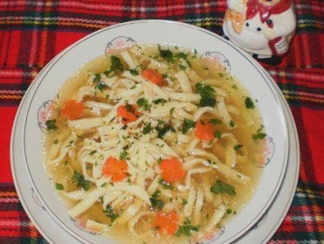 Przepis: Rosół  z domowym makaronem wg Babcigramolki :