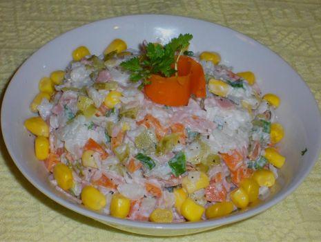 Przepis: Sałatka z płatkami ryżowymi