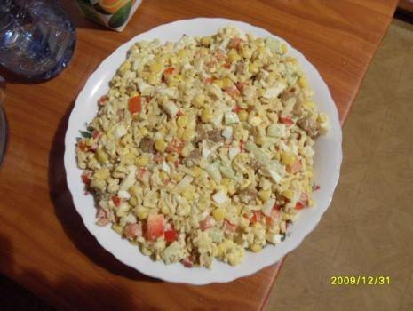 Przepis: Sałatka chińska (z zupek chińskich)