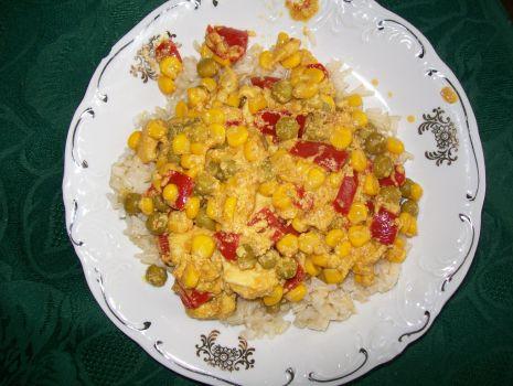 Przepis: Ryż z kurczakiem, curry i warzywami