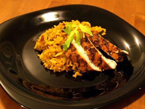 Przepis: ryż z suszonymi owocami i grillowanym kurczakiem