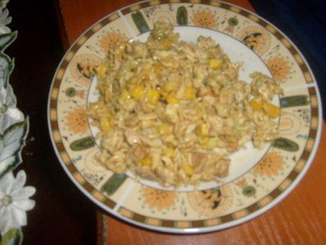 Przepis: Sałatka z zupek chińskich
