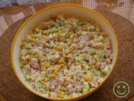 Przepis: Sałatka z makaronem typu ryżyk.