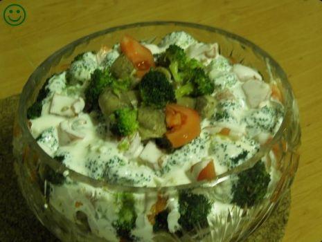 Przepis: Warstwowa sałatka z brokułem.