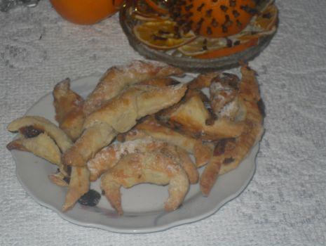Przepis: Rogaliki z orzechami na wigiliję - z ciasta francuskiego