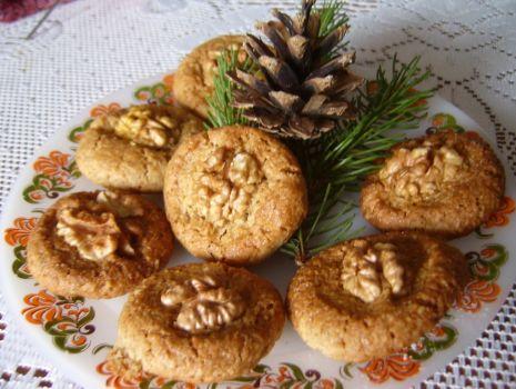 Przepis: Ciasteczka z oczkiem orzechowym