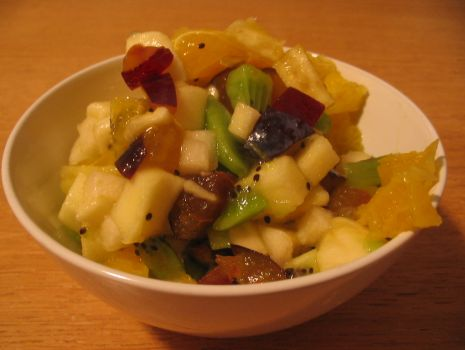 Przepis: Sałatka owocowa z orzechami
