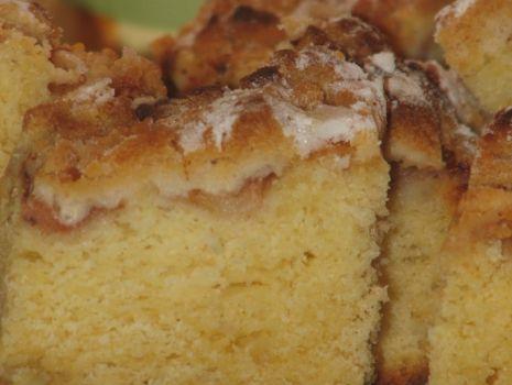 Przepis: Ciasto drożdżowe z jabłkami i kruszonką.