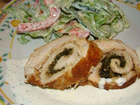 Przepis: Rolada z indyka z kremowym szpinakiem z serem ricotta