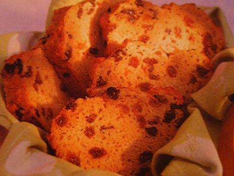 Przepis: Chleb razowy z rodzynkami