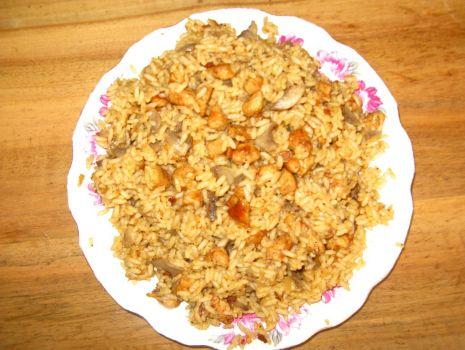 Przepis: ryż z mięsem i pieczarkami