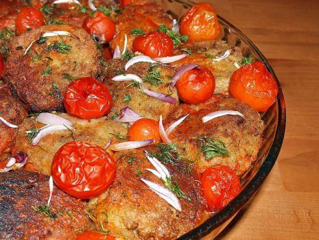 Przepis: kotlety rybne zapiekane w pomidorach