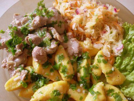 Przepis: Żołądki drobiowe w sosie pietruszkowym