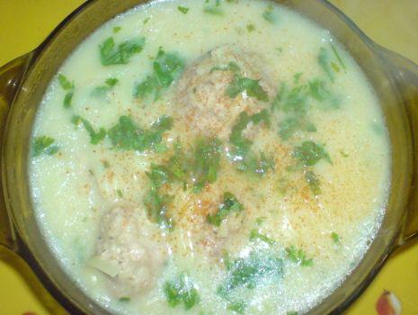 Przepis: Zupa emmentalerowo- śmietankowa z pulpecikami i makaronem
