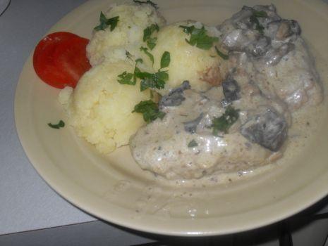 Przepis: Zrazy z mięsa mielonego w sosie z suszonych grzybów