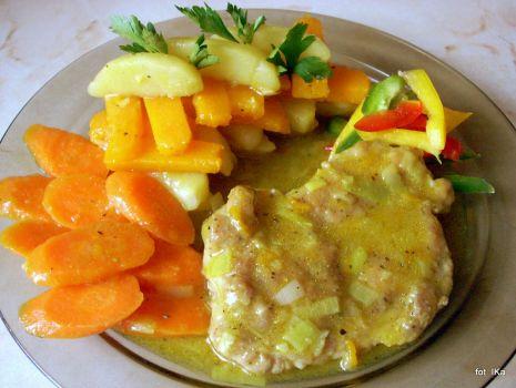 Przepis: Wieprzowina i warzywa w sosie z curry