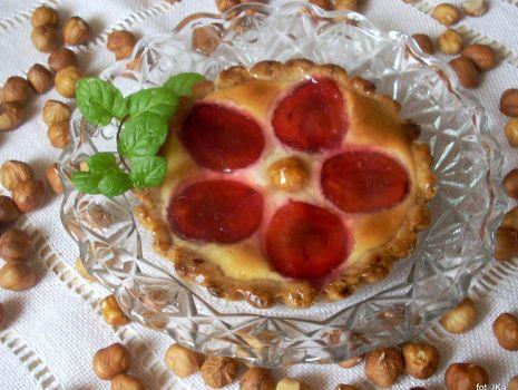Przepis: Tartaletki z serem i śliwkami