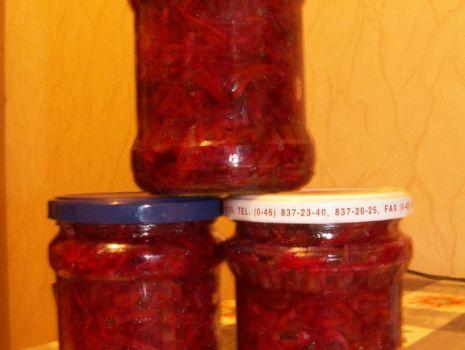 Przepis: Czerwona sałatka do słoika