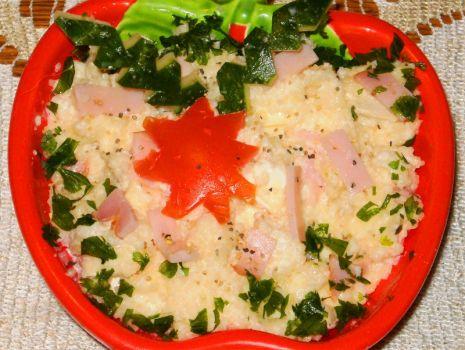 Przepis: Sałatka z kuskusu, sera Camembert i szynki :