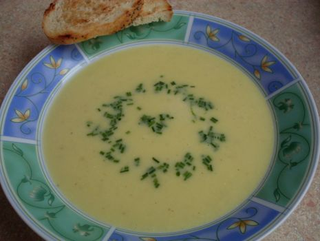 Przepis: Zupa cebulowo-serowa
