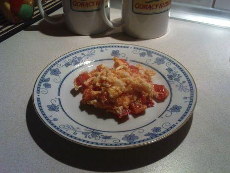 Przepis: Jajecznica z pomidorami :)