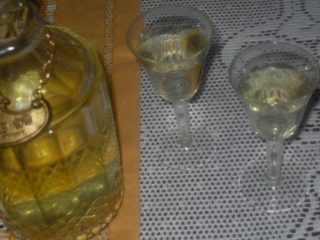 Przepis: Zdrowotna nalewka czosnkowa z winem