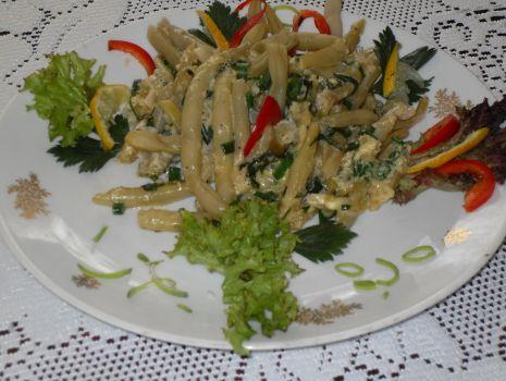 Przepis: Żółta fasolka szparagowa z ziołami i śmietaną
