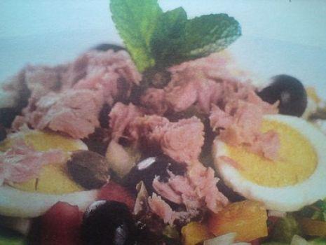 Przepis: Sałatka z tuńczyka TUNEZYJSKA