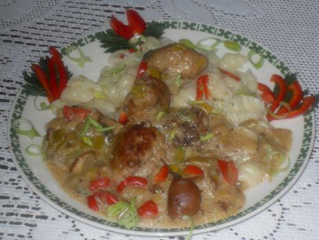 Przepis: Pulpeciki mięsne w porowo- paprykowo-grzybowym sosie