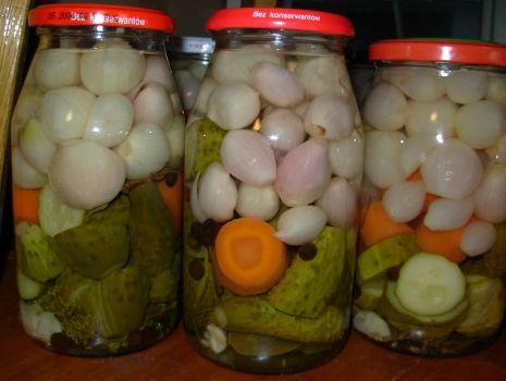 Przepis: Ogórki z cebulką na zimę