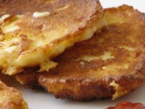 Przepis: Pancakes kukurydziano-ziemniaczne z parmezanem.