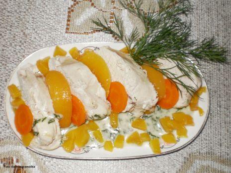 Przepis: Kurczak gotowany w sosie koperkowo-brzoskwiniowym :