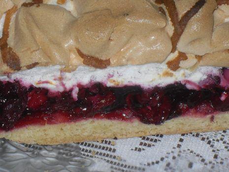 Przepis: Kruche ciasto z wisienkami i  bezą