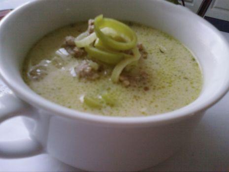 Przepis: Zupa cebulowo-porowa z serem.