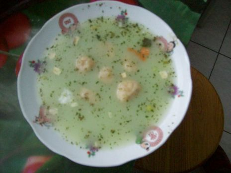 Przepis: Zupa z zielonego groszku z knedelkami