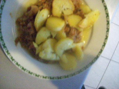 Przepis: Kapuśniak z zasmażanymi ziemniakami
