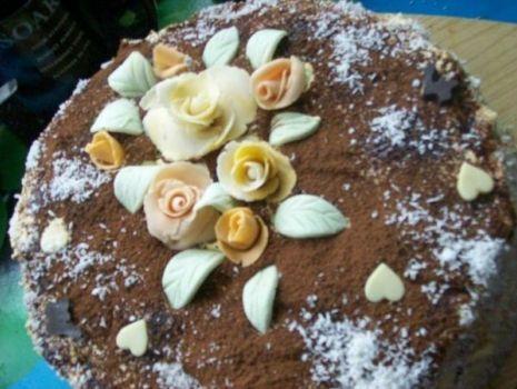 Przepis: Tort orzechowo-kawowy