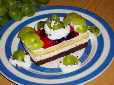 Przepis: Ciasto Marcinek jagodowo-winogronowy