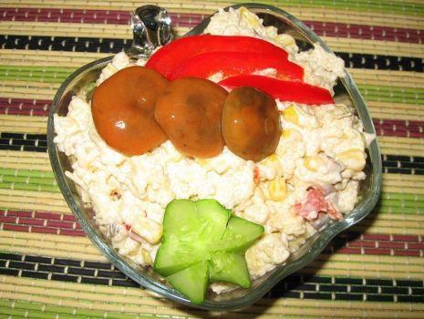 Przepis: Sałatka z marynowanymi rydzami i kuskusem