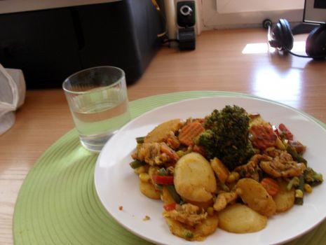 Przepis: Smażone warzywa z kurczakiem na ostro
