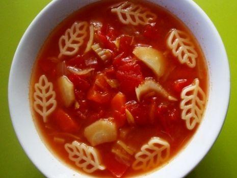 Przepis: Sierpniowa pomidorówka z makaronem