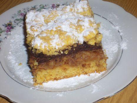Przepis: Ciasto z tartymi antonówkami i czekoladą