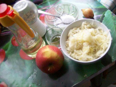 Przepis: Surówka z kapusty i jabłek