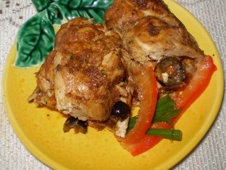 Przepis: Roladki z piersi kurczaka z pastą z suszonych pomidorów :